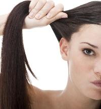 что делать с жирными у корней волосами