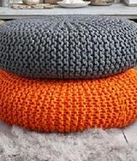 напольные вязаные подушки